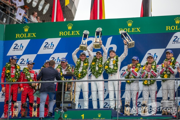 lemans-24-hours-of-le-mans-2015-lmp1-podium-class-and-overall-winners-porsche-team-nico-hu