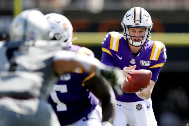 lsu-quarterback-joe-burrow-left-takes-a-snap-in-the-first-half-of-an-ncaa-college-football-game-agai_406282_