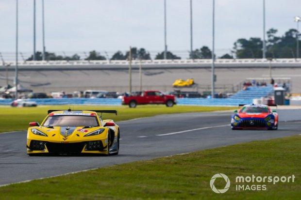 3-corvette-racing-corvette-c8-1